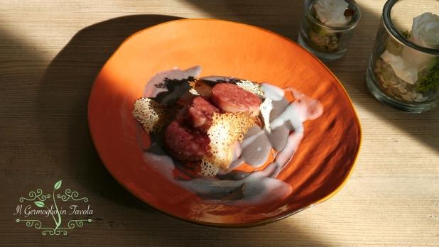Medaglione di cotecchino su crema di fagioli neri, salsa al latte di cocco e cialda di pane