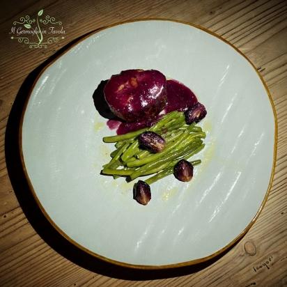 Filetto di maiale con fagiolini spadellati e salsa d'uva caramellata
